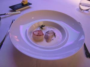 Ambassade de l\'Ile - Nage tiède d'Huître et St-Jacques, Chantilly d'Herbes au Caviar