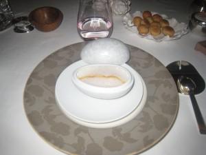 Délicate royale de foie gras et potirons, émulsion fumée