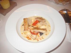 Volaille, homard et ris de veau en sauté gourmand, sauce poulette