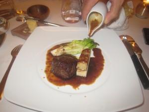 """Tournedos de boeuf et foie gras """"Rossini"""", sauce Périgueux"""
