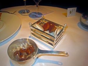 Petit Fours - Caramels fleur de Sel; Madeleines; et Macarons aux Amandes et Chocolat