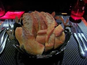 l'Atelier de Joël Robuchon - les Pains: Baguette et pain de campagne
