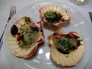 la Régalade - Saint-Jacques de Bretagne rôties en coques au beurre de truffe Noire