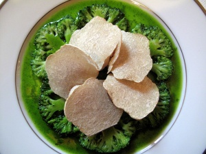 l'Ambroisie - Corolle de noix de Saint-Jacques et brocoli à la truffe blanche d'Alba 2
