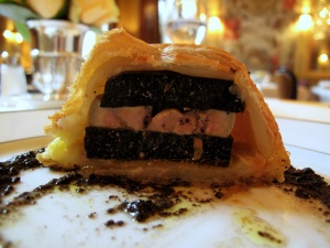 l'Ambroisie - Moitié le feuilleté de truffe fraîche 'bel humeur'