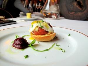 l'Arpège - Brioche de légumes à la moutarde d'Orléans onctueuse; ouef de caille