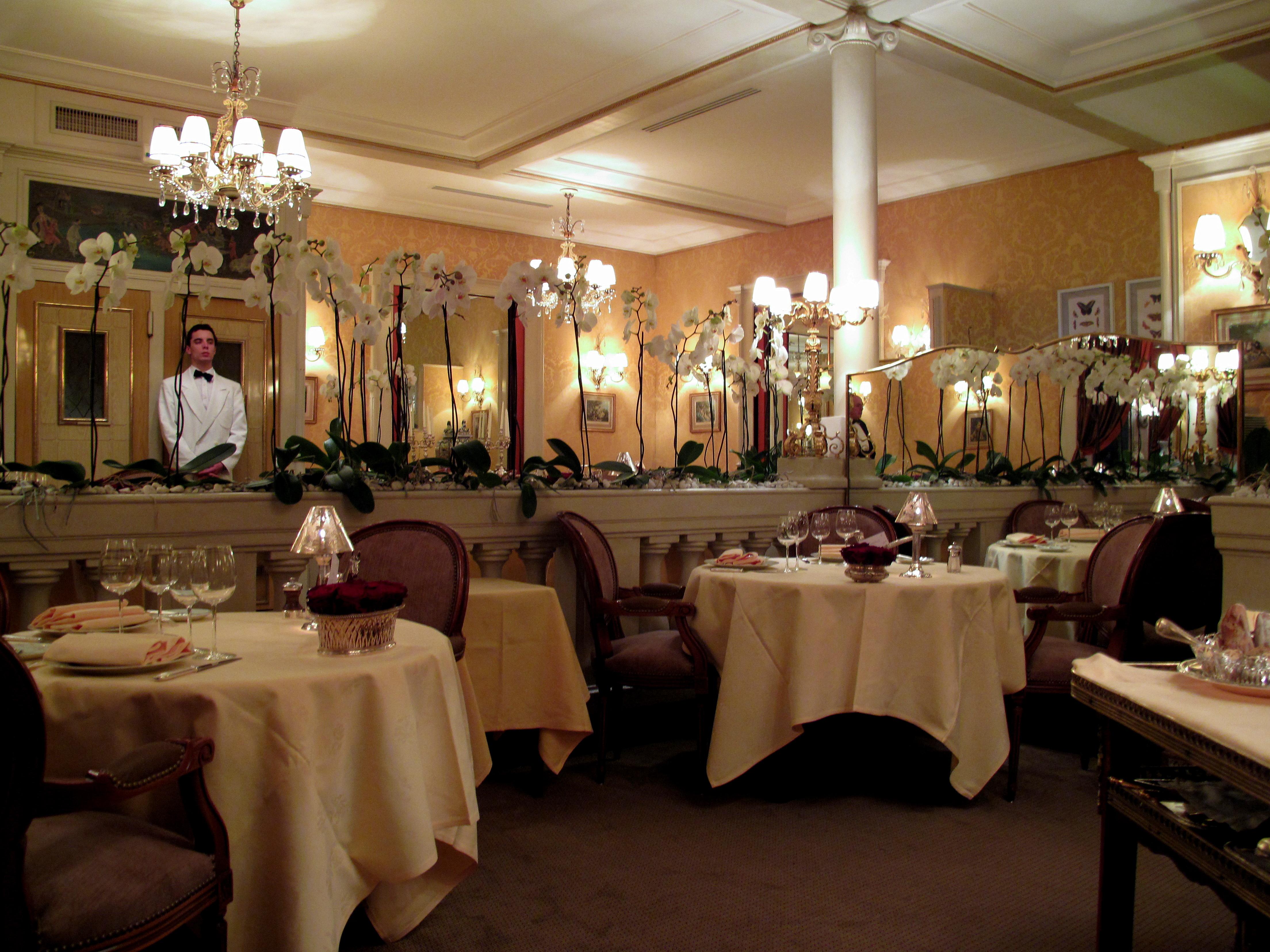 Restaurant A Salers St Criclapopie