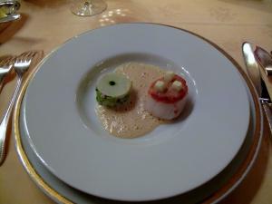 Lasserre - Coquille Saint-Jacques en viennoise de noix, pomme vert, poireaux aux huîtres