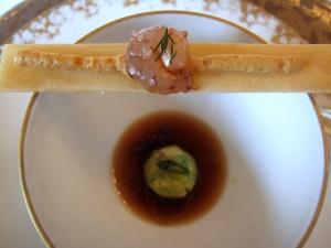 le Meurice - Amuse Bouche 1: Gelée de langoustine, crème d'avocat et crevettes 2