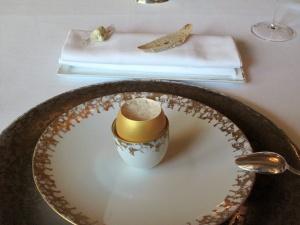 le Meurice - Amuse Bouche 2: Oeuf Brouillé et mouillette avec beurre d'algues