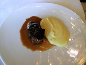 le Meurice - Cuisses preparées en cocotte aux truffes, comme une alouette sans tête; Purée moelleuse de pomme de terre