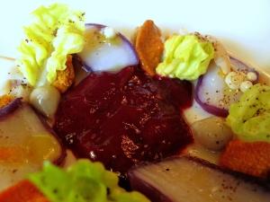 le Meurice - Fins coquillages ouverts à cru au corail d'oursin, gelée de chou rouge relevée au genièvre 2