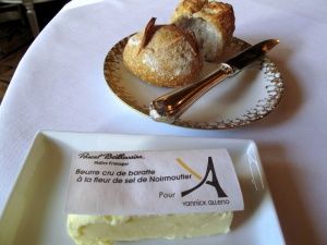 le Meurice - le Beurre et les Pains: Pain au sarrasin et pain aux céréales