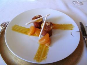 le Meurice - Mousse légère de marron rafraîchie à la mandarine; Segments glacés et jus en petites perles acides