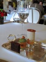le Meurice - Petit Fours: Poire rôti et crème de marron; choux à la crème; et biscuit de chocolat avec menthe 2
