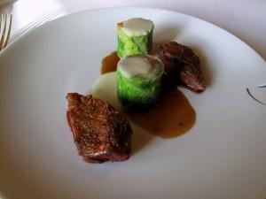 le Meurice - Poitrine de pigeon frottée aux baies de genièvre; Chartreuse modern de légumes d'hiver