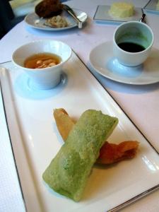 Le Pré Catelan - la Langoustine: Nem de Langoustine frit, jus de Romaine et Cacahuètes torréfiées