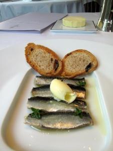 Le Pré Catelan - la Sardine: A l'huile, Capeaux de Beurre et Pain aux Olives
