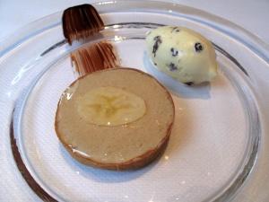 Le Pré Catelan - le Banane: Tartelette fondante au « Peanut Butter »; Crème Glacée Rhum Raisin
