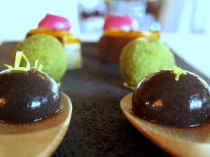 Ledoyen - Amuse Bouche 1: Macaron betterave avec anguille fumé; foie gras, fruit de la passion et tuile d'épices; royale de cèpes et persillade; l'eau de truffe coagulé 2