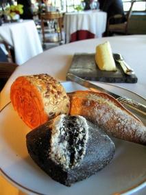 Ledoyen - Les Pains: Baguette; pain au speck; pain marin; et brioche aux céréales et le Beurre