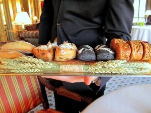Ledoyen - Les Pains: Baguette; pain au speck; pain marin; et brioche aux céréales