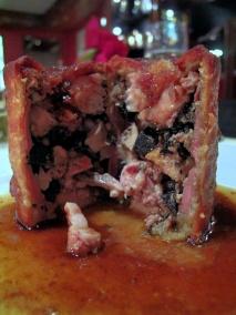 Michel Rostang - dedans Le feuilleté chaud de truffe noire; epinards frais au foie gras de canard