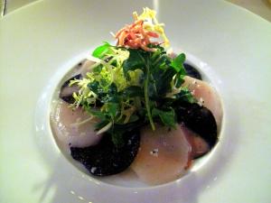 Michel Rostang - Le millefeuille de coquilles Saint-Jacques crues et lamellas de truffe en salade