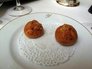 Stella Maris - Amuse Bouche: Parmesan gougères