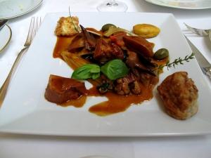 Stella Maris - Tête de veau en cocotte, crête de coq, oeuf frit, jus en 'tortue'