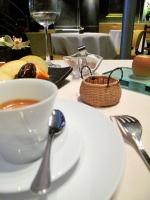 l'Astrance - Petit Fours: Lait de poule, madeleines au miel de châtaignier, fruits frais de saison 2