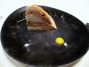 l'Astrance - Galette de champignons de Paris et foie gras mariné au verjus, huile de noisette, citron confit 2