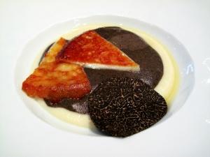 l'Astrance - Entremet 1: Velouté de celeri, truffe noire, gratiné à la Tomme d'Auvergne