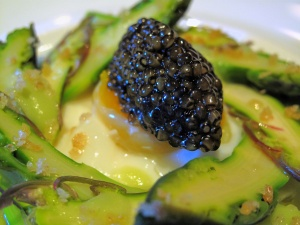 Manresa - Asparagus, both raw and uncooked, caviar 3