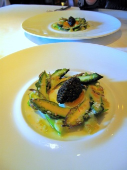 Manresa - Asparagus, both raw and uncooked, caviar 2