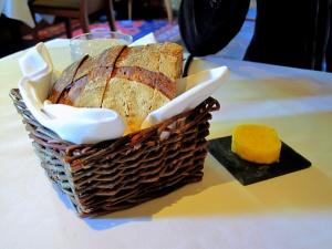 Manresa - Pain au levain, Pim's butter