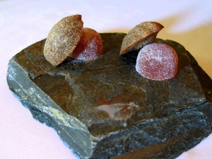 """Manresa - Petit fours """"red pepper-black olive"""""""