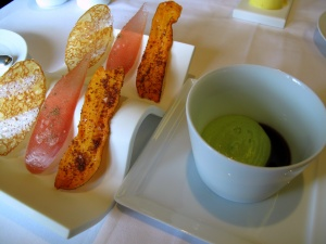 Oud Sluis - Amuse Bouche - Chips des légumes, crème de laitue et sauce BBQ