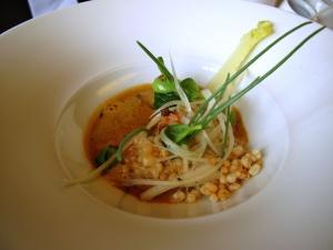 Oud Sluis - Couscous épicé au crabe, crambe maritime et zostère, vinaigrette de 'fingerlime' et jus de crabe et épices