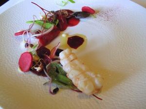 Oud Sluis - Langoustine légèrement fumée et marinée, betterave rouge et radis