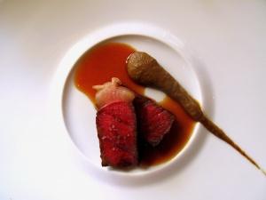 Schloss Berg - Golden Label-Beef 'Japan-Style'; vom Holzkohlegrill - Auberginencrème