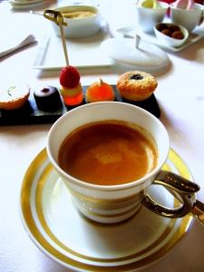 Schloss Berg - Petit Fours und der Kaffee