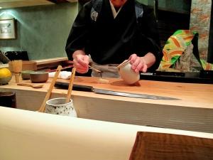 Urasawa - Hotate nigiri - assembly