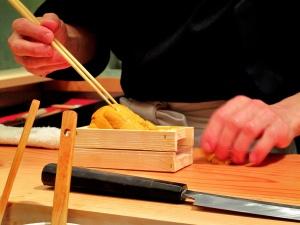 Urasawa - Uni nigiri - assembly