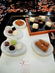Vendôme - Petit Fours - Schokoladenpraline, Fruchtgelee, exotischer mohrenkopf