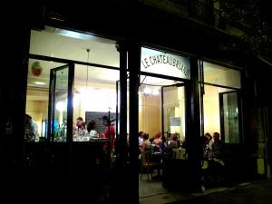 le Chateaubriand - dehors la nuit