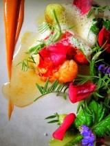 Noma - Råstegt hummer og salat root; hybenrose og ribs vin 3