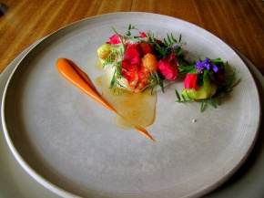 Noma - Råstegt hummer og salat root; hybenrose og ribs vin