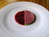 Noma - Rødbede og skovmærke; Creme fraiche og syltet hybenrose