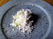 Noma - Valnødde pulver og is; Tørret fløde og tørrede bær